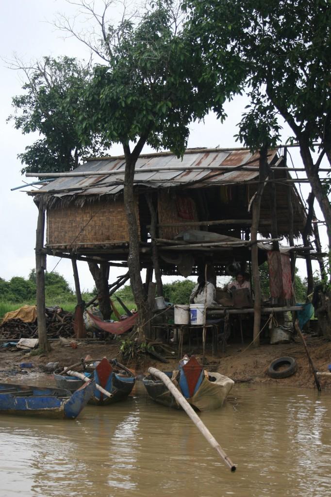 Cambogia 17 da battabang a siem reap attraverso il tonle sap for Piccoli progetti di palafitte