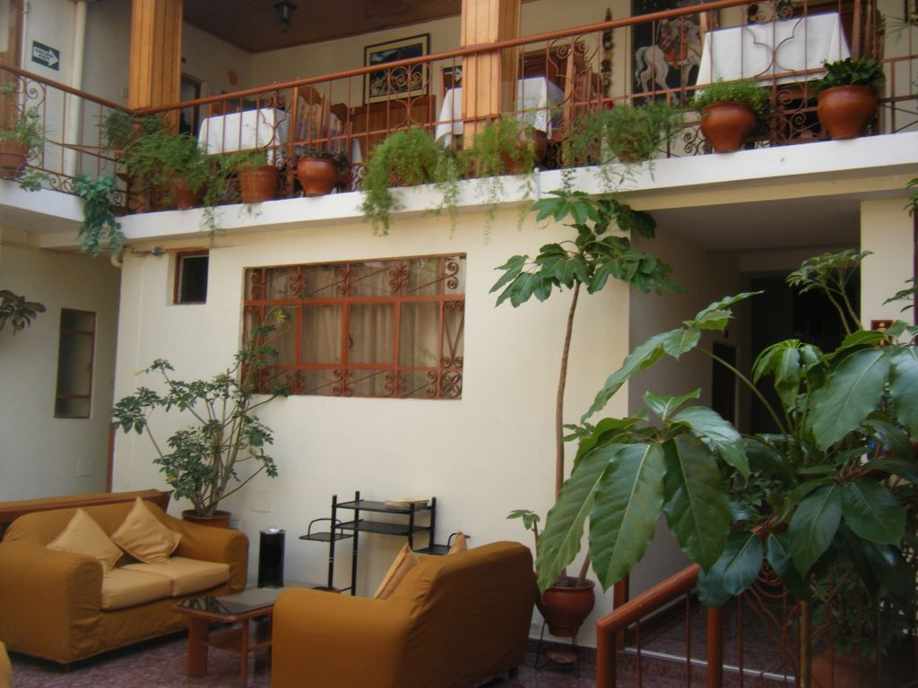 hostal monarca cusco