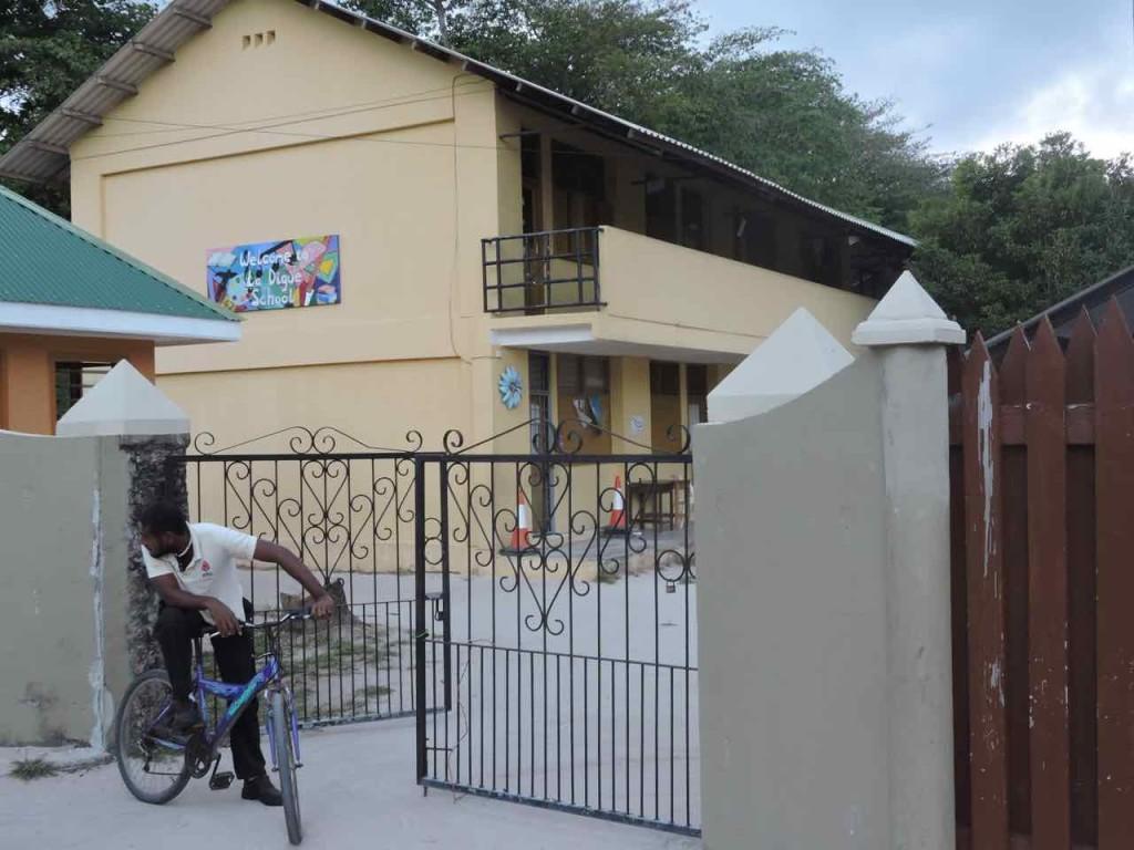 seychelles-scuola