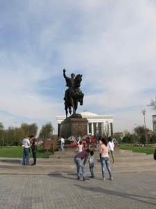 La statua a Tashkent