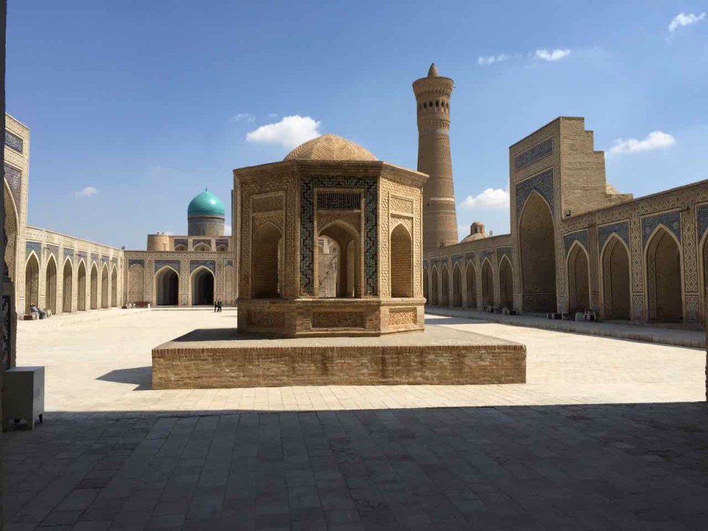 Il minareto di Kalon visto dall'interno della moschea