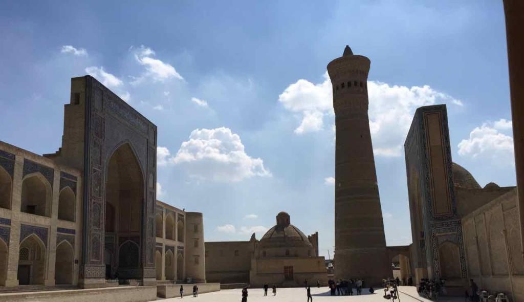 A sinistra la Madressa, la destra la Moschea, in mezzo il Minareto