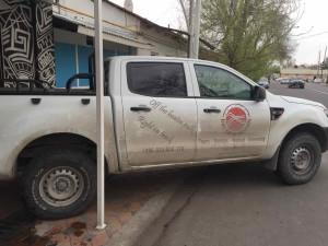 L'auto dei ragazzi Tedeschi incontrati all'ostello a Tashkent