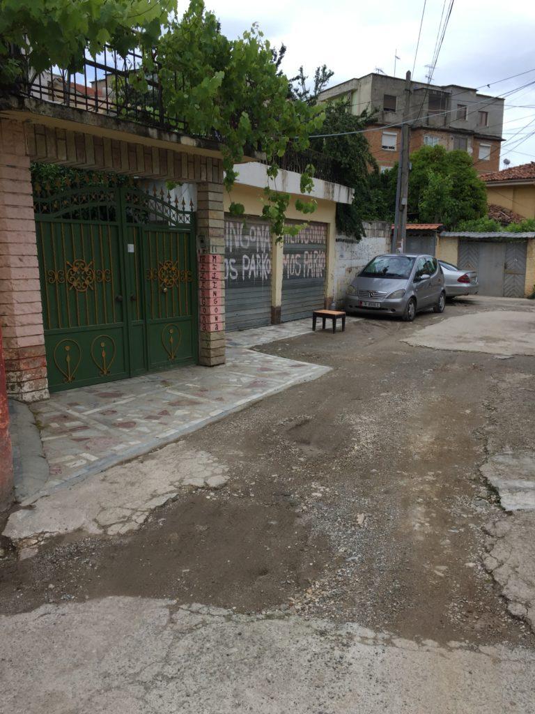 Tirana ostelli - L'ingresso del Milingona
