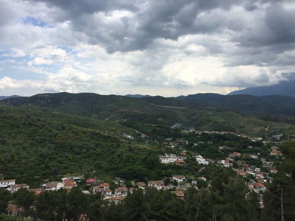 Da Tirana a Berat in auto